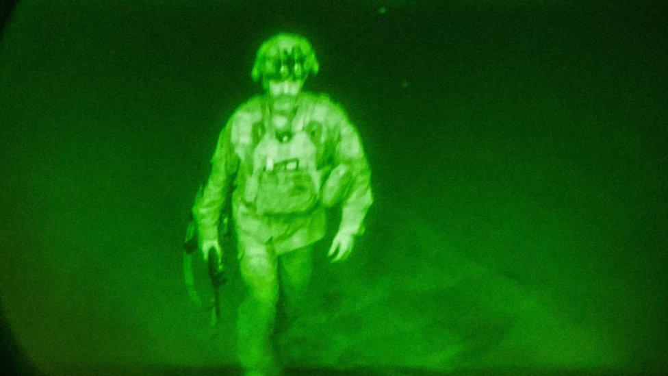آخر عضو في الخدمة الأمريكية يغادر أفغانستان