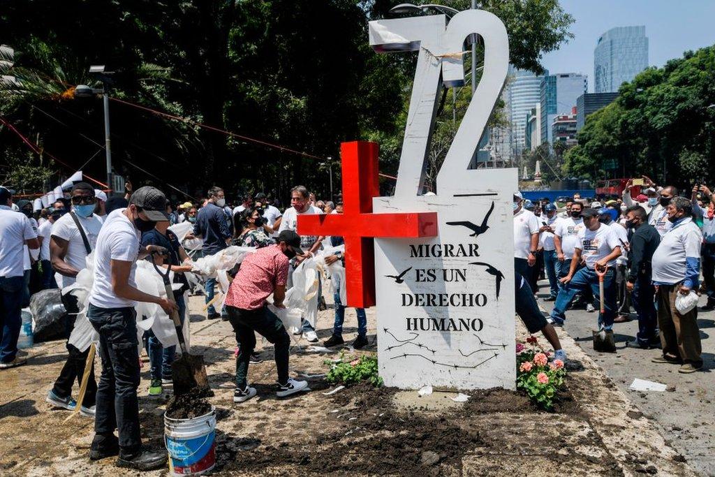 Un monumento a los 72 migrantes asesinados en Tamaulipas