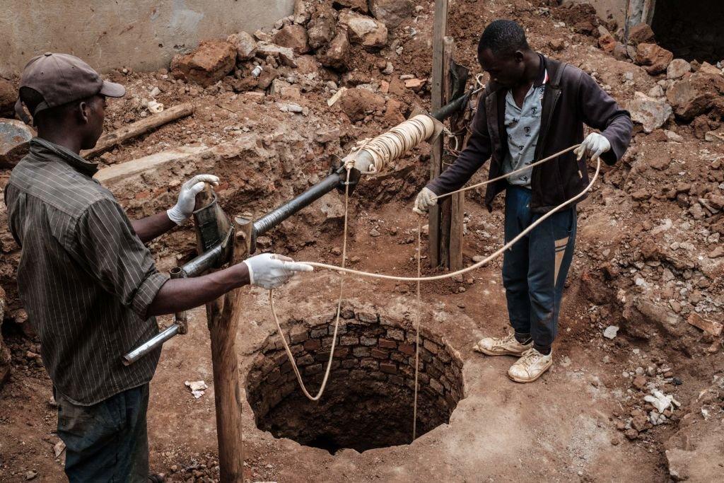 Pozo que fue usado como fosa común durante el genocidio de los tutsis, en las afueras de Kigali.