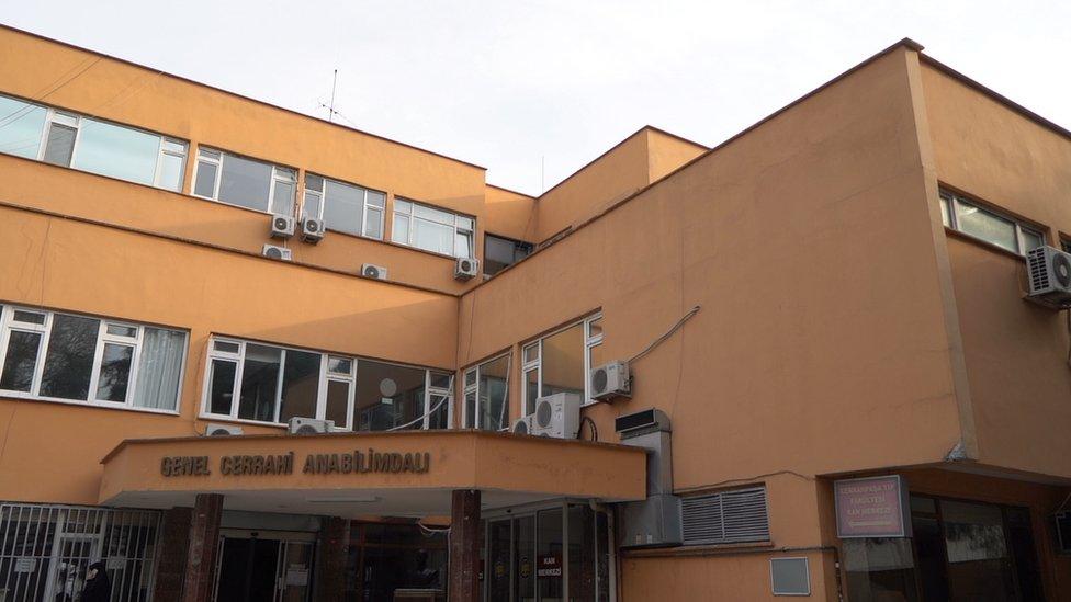Covid-19 servislerinin bulunduğu bina