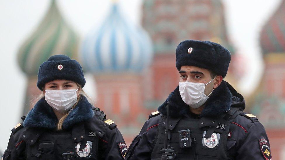 Коронавирус в России: новые рекорды, Собянин продлил ограничения в Москве до 15 января
