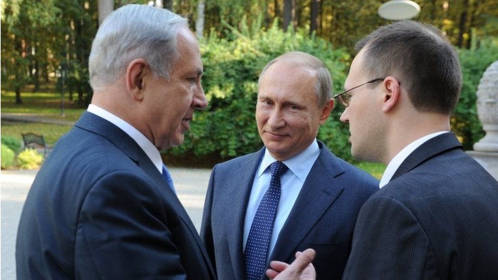 Benjamin Netanyahu (left) and Vladimir Putin (centre) (21/09/15)