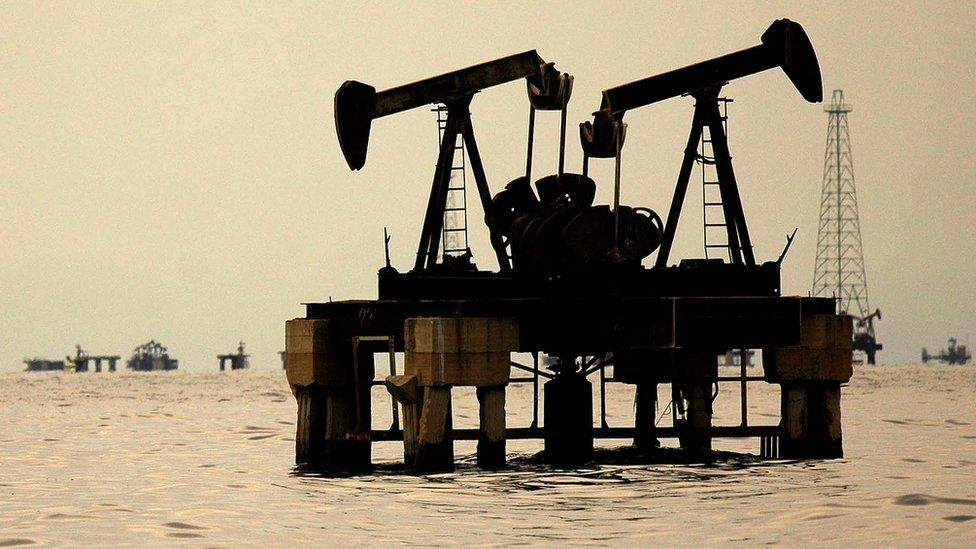 La industria petrolera es básica para la economía de Venezuela.