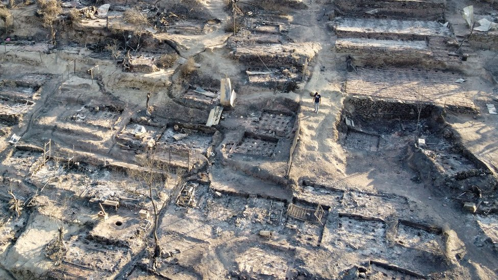 Una vista aérea de los refugios destruidos tras un incendio en el campamento de Moria para refugiados y migrantes en la isla de Lesbos, Grecia, 9 de septiembre de 2020