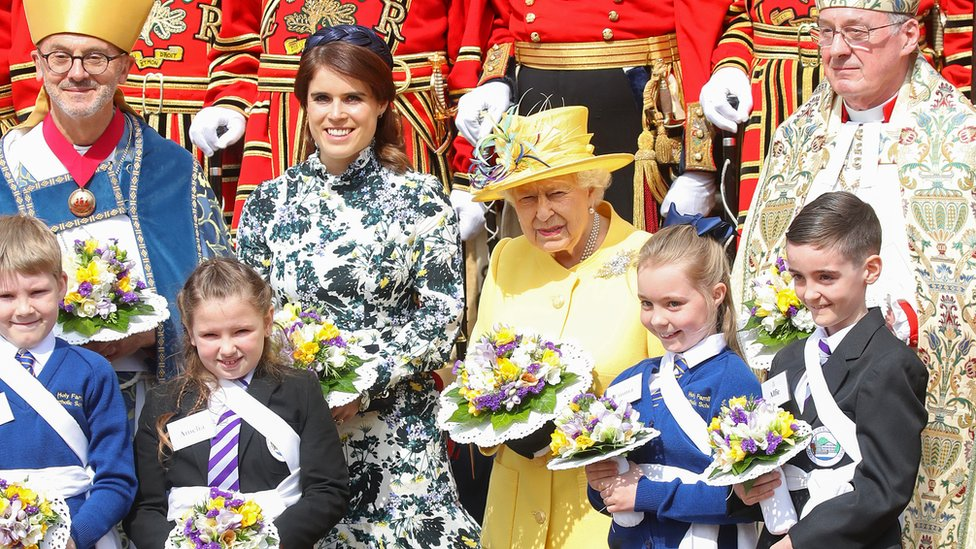 Maundy Thursday: Queen joined by Eugenie at Windsor service