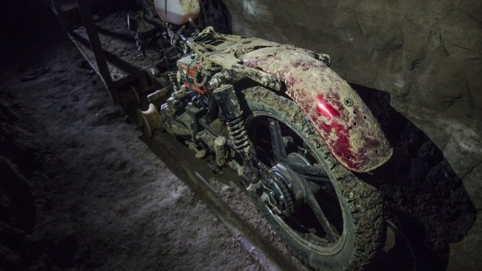 "The motorcycle adapted to a rail used by ""El Chapo"" to escape the Altiplano prison"