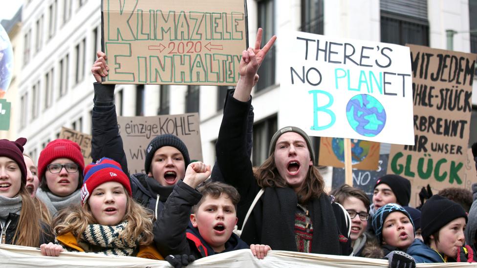 Діти на протесті: по всій Європі учні шкіл вийшли на екологічні марші
