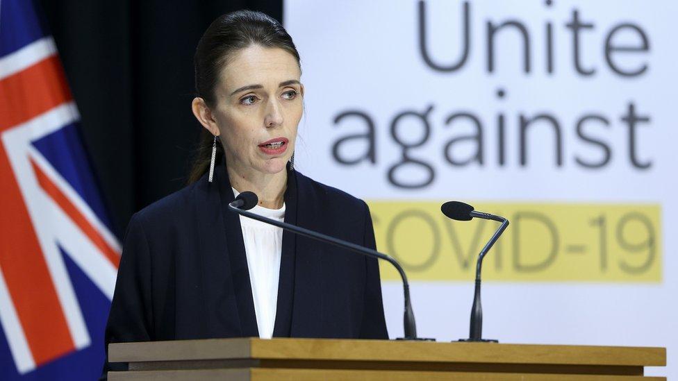 Yeni Zelanda Başakanı Jacinda Ardern, erken alınan tedbirler sayesinde ülkenin büyük bir felaketi atlattığını söylüyor.