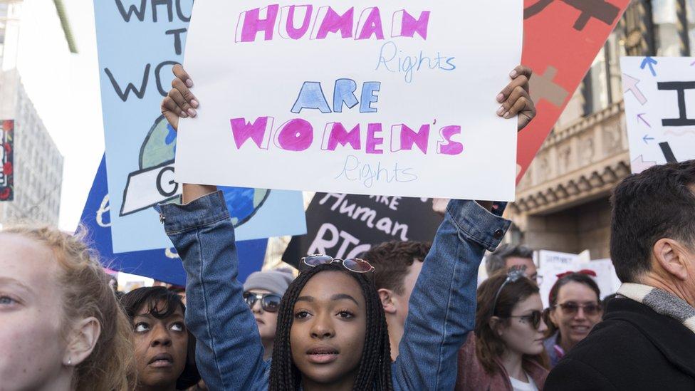 Izveštaj obuhvata analizu oblasti kao što su politika, obrazovanje, reproduktivna prava i integritet