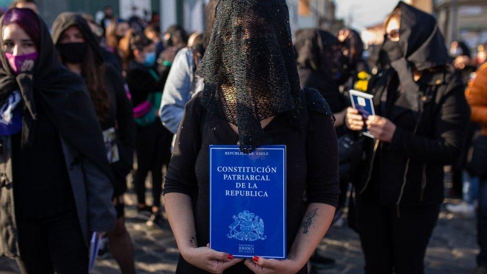 Constitución y feminismo