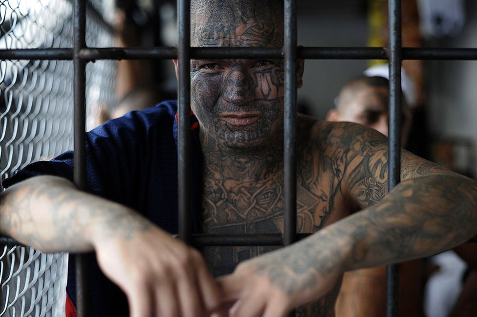 Un miembro de la MS-13 en la cárcel de Ciudad Barrios el 19 de junio de 2012.