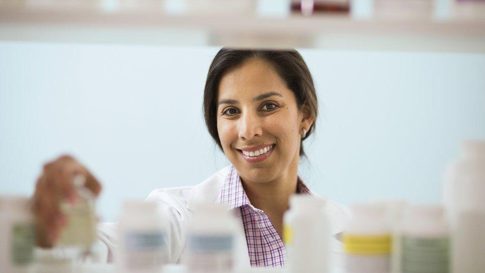 Mujer en laboratorio.