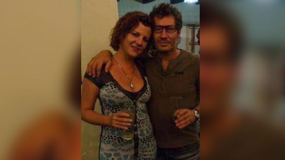 Raúl Escobar y su esposa.