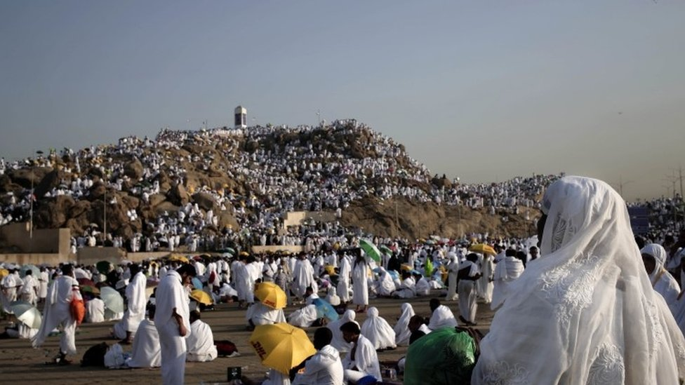Muslim pilgrims pray on a rocky hill known as Mountain of Mercy, on the Plain of Arafat (11 September 2016)