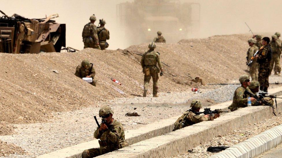 Soldados estadounidenses bajo ataque del Talibán en Afganistán