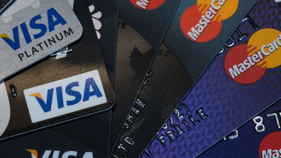 Крим залишився без Visa та MasterCard. Чому ці карти там працювали?
