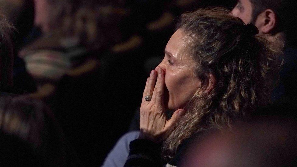 Una mujer asistente al debate demócrata en Las Vegas
