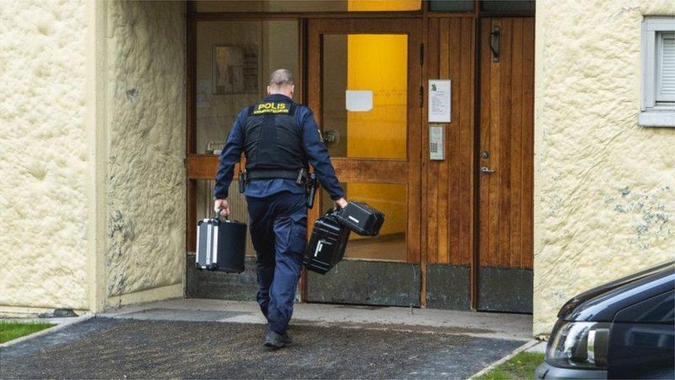 瑞典警方已經封鎖了他們居住的公寓(Credit: EPA)