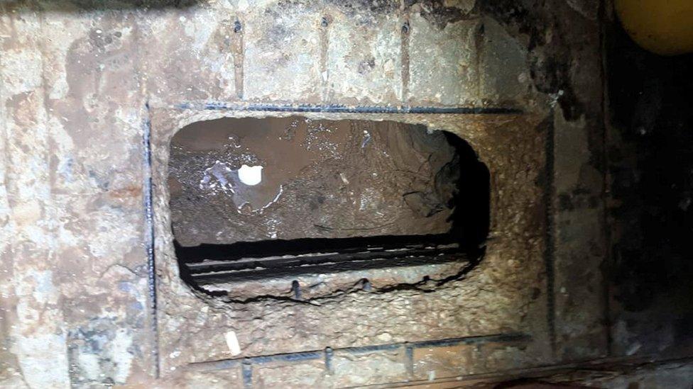 صورة حفرة النفق التي وزعتها الشرطة.