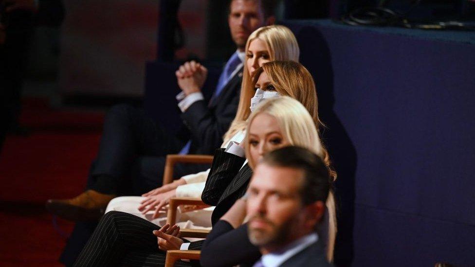 Eric Trump, Ivanka Trump, Melania Trump, Tiffany Trump y Donald Trump Jr. durante el debate presidencial celebrado en Cleveland, Ohio, en septiembre de 2020.