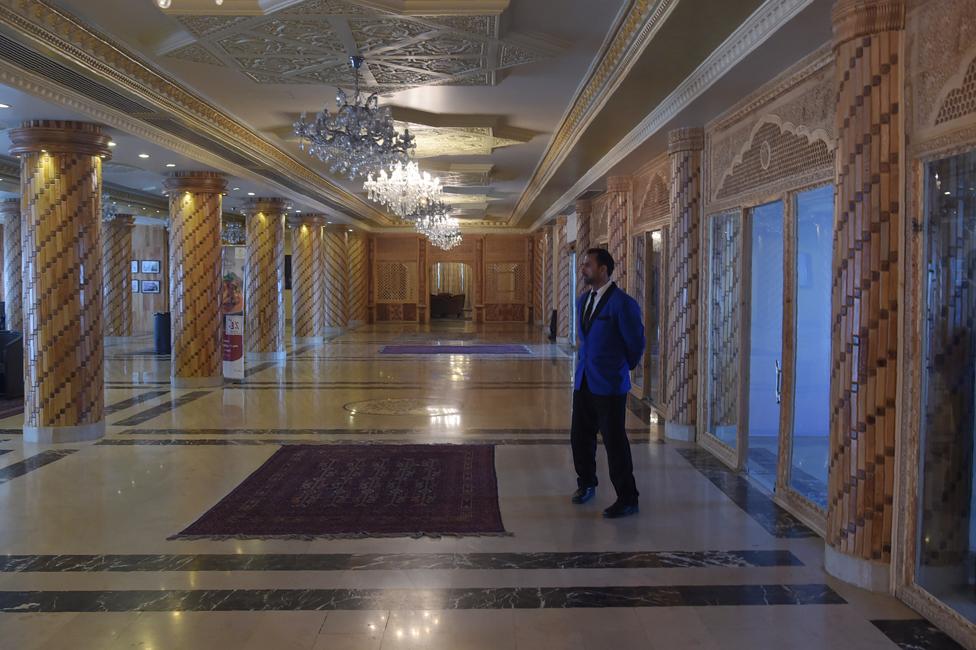 NO usar, contenido exclusivo BBC. Hotel Intercontinental de Kabul dos meses después de los ataques.