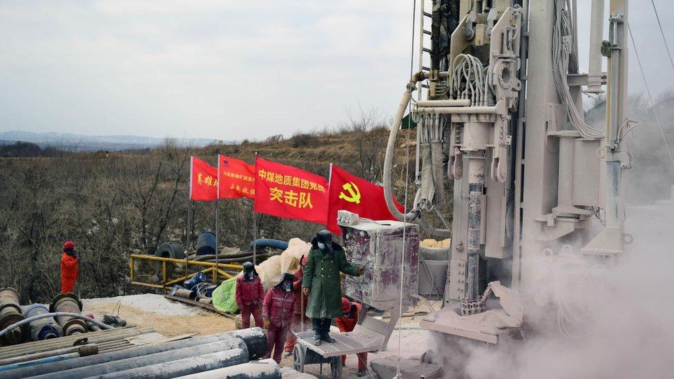 Авария на шахте в Китае: застрявшим горнякам предстоит провести под землей еще две недели