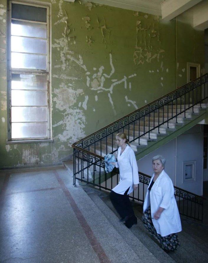 Instituto Eliava con paredes descascaradas.