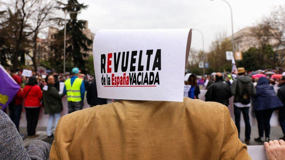 """Cartel de """"La revuelta de la España vaciada"""""""
