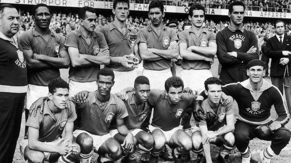 El Mundial de 1958 no sólo fue el debut internacional de Pelé, también fue el de Garrincha, uno de sus más grandes jugadores.