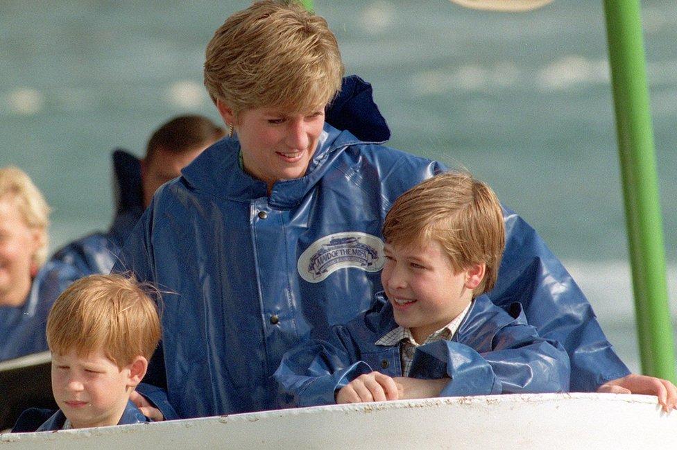 الأميرة ديانا مع ابنيها