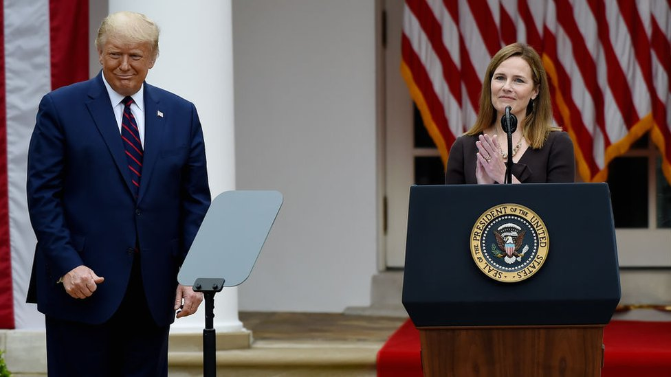 Donald Trump y Amy Coney Barrett.