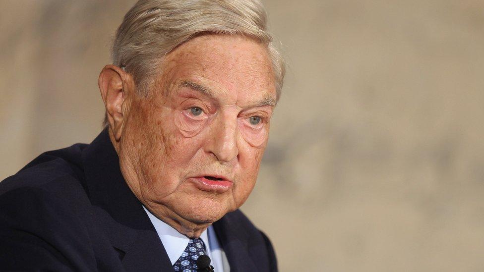 El millonario estadounidense George Soros fue acusado de especular en su propio beneficio con los mercados cambiarios.