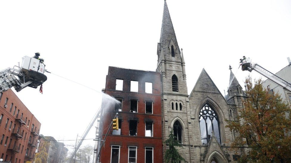 الحريق نشب في مبنى خال مجاور للكنيسة وامتد إليها