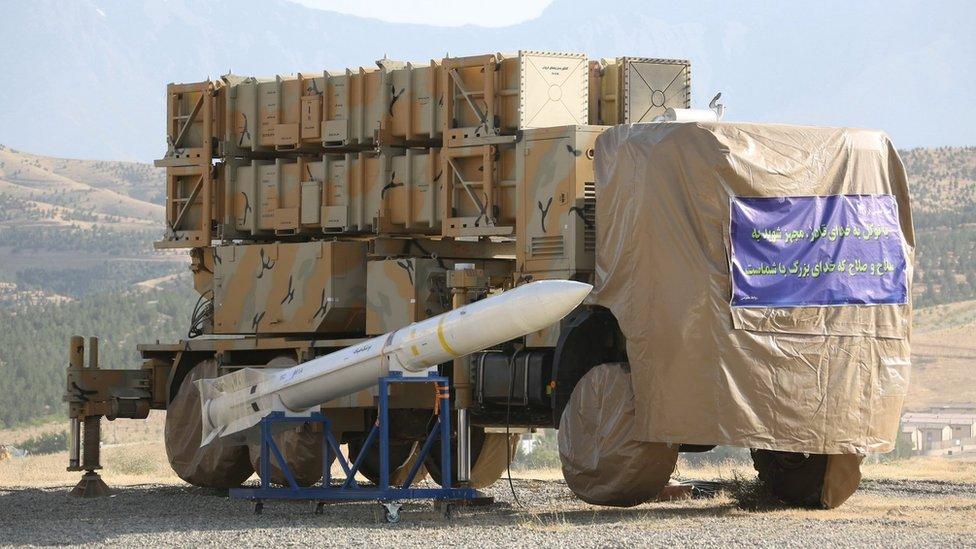 تُظهر صورة غير مؤرخة قدمتها وزارة الدفاع الإيرانية، بطارية صاروخ أرض - جو جديدة في أوخورداد ، إيران. 9 يونيو/حزيران 2019.
