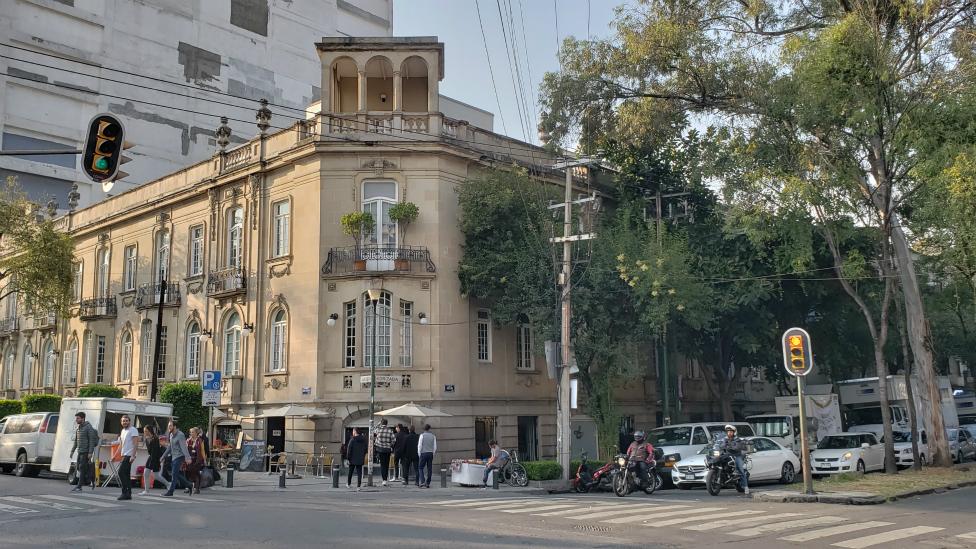 Palacete en la intersección de la Calle Orizaba con Avenida Álvaro Obregón.
