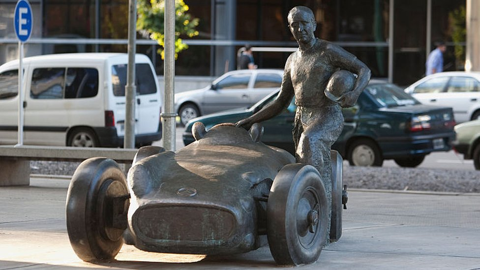 Una escultura de Juan Manuel Fangio.