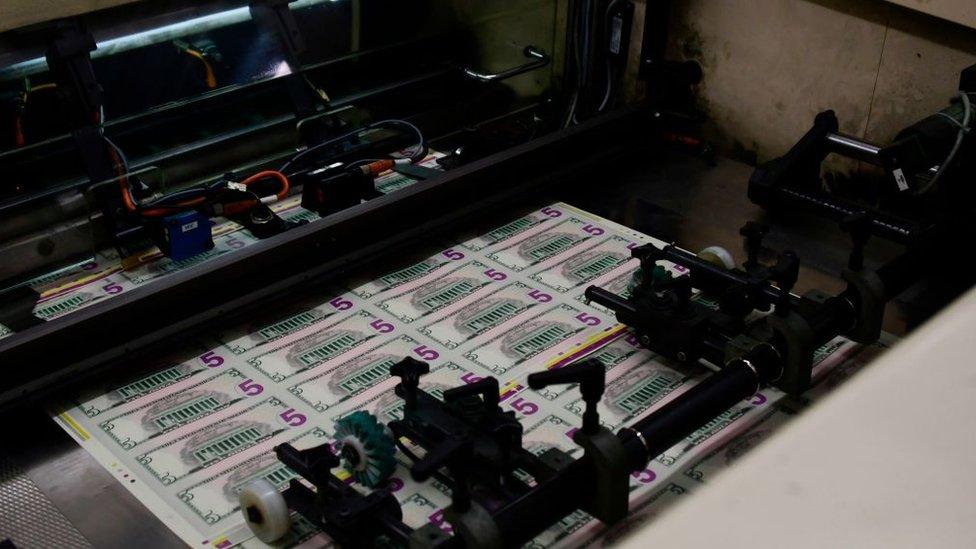 Impresión de billetes de dólares.