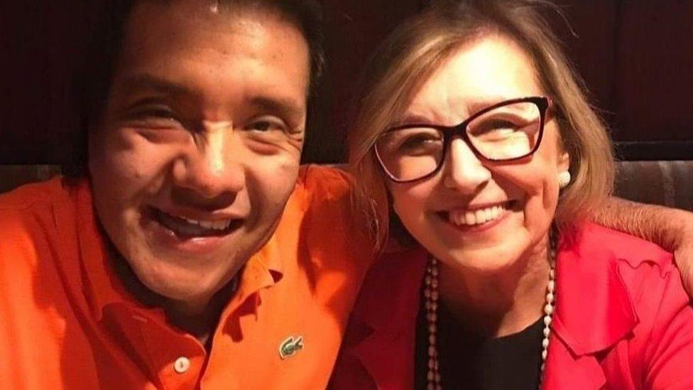 Dóris posa ao lado do marido, Oswaldo Humerez
