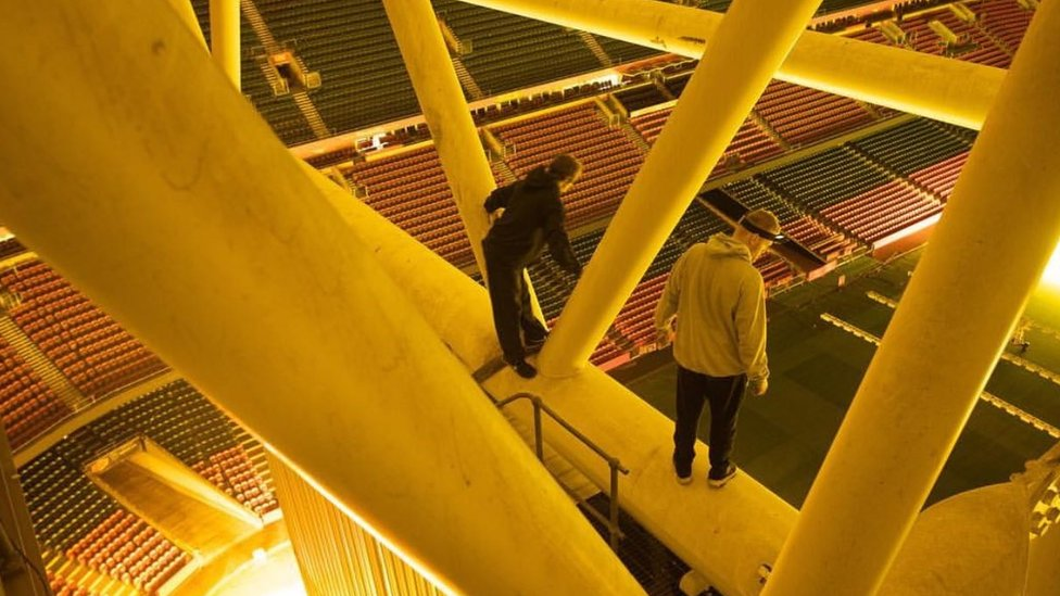 Freerunner probed over Principality Stadium rafters picture