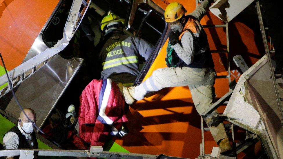 Labores de rescate del metro colapsado en Ciudad de México