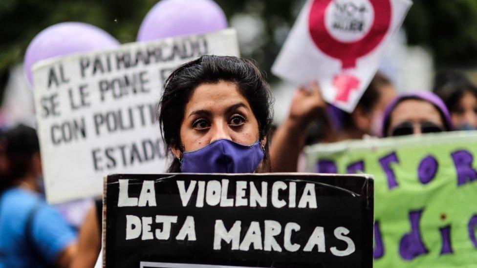 Manifestación en Buenos Aires en protesta por el feminicidio de Úrsula Bahillo. 17 de febrero de 2021.