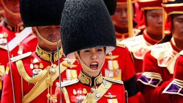 Sineenat ikut serta upacara pemakaman Raja Bhumibol Adulyadej.