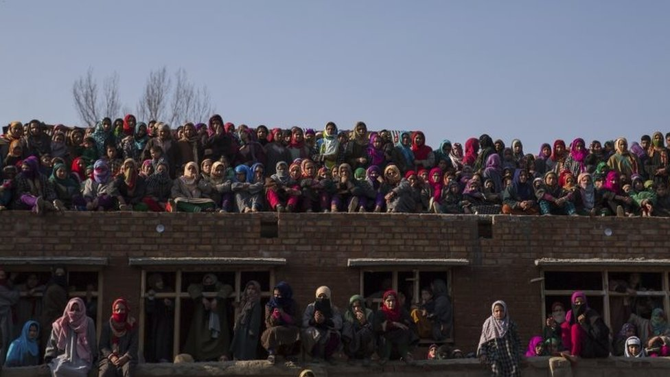 Kashmiris watch the joint funeral of two suspected rebels (12 February 2017)