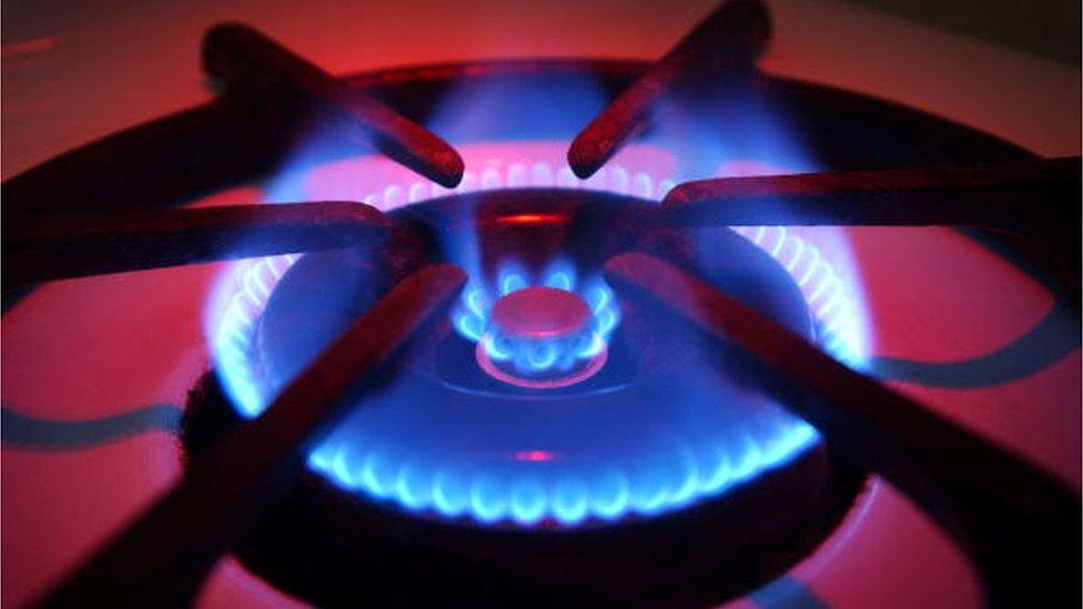 1 листопада: газ для населення подорожчає, що буде із теплом?