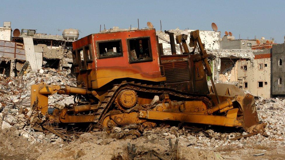 A burned-out bulldozer in Awamiya, Saudi Arabia (9 August 2017)
