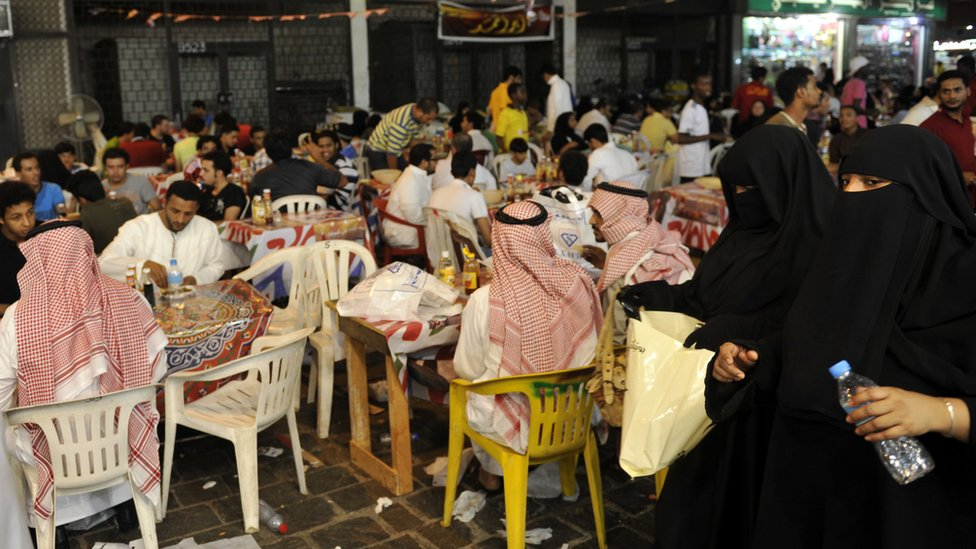 Saudis eat at an outdoors restaurant the Saudi Red Sea port of Jeddah in the early hours of August 26, 2011
