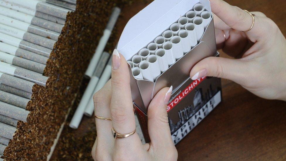 В России приостановили производство сигарет. Ждет ли россиян дефицит табака?