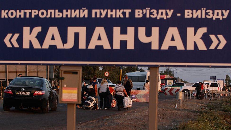 На адмінмежі з Кримом проблеми через бази даних митників