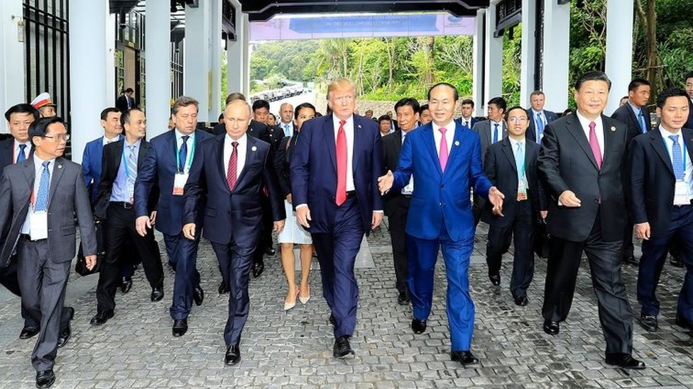 """Donald Trump walks next to Vladimir Putin and other world leaders on the way to the """"family photo"""" at the Apec summit"""