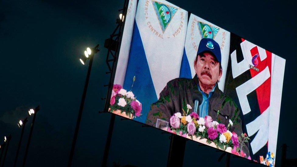 Pantalla con la imagen de Daniel Ortega